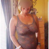 Femme de 55 ans à grosse poitrine sexy