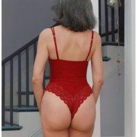 Câlin sexe et massage tantrique avec une vieille femme