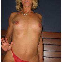 Rendez-vous chaud place de l'Emateur avec cougar blonde