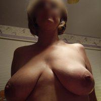 Milf aux seins lourds veut se faire tringler !